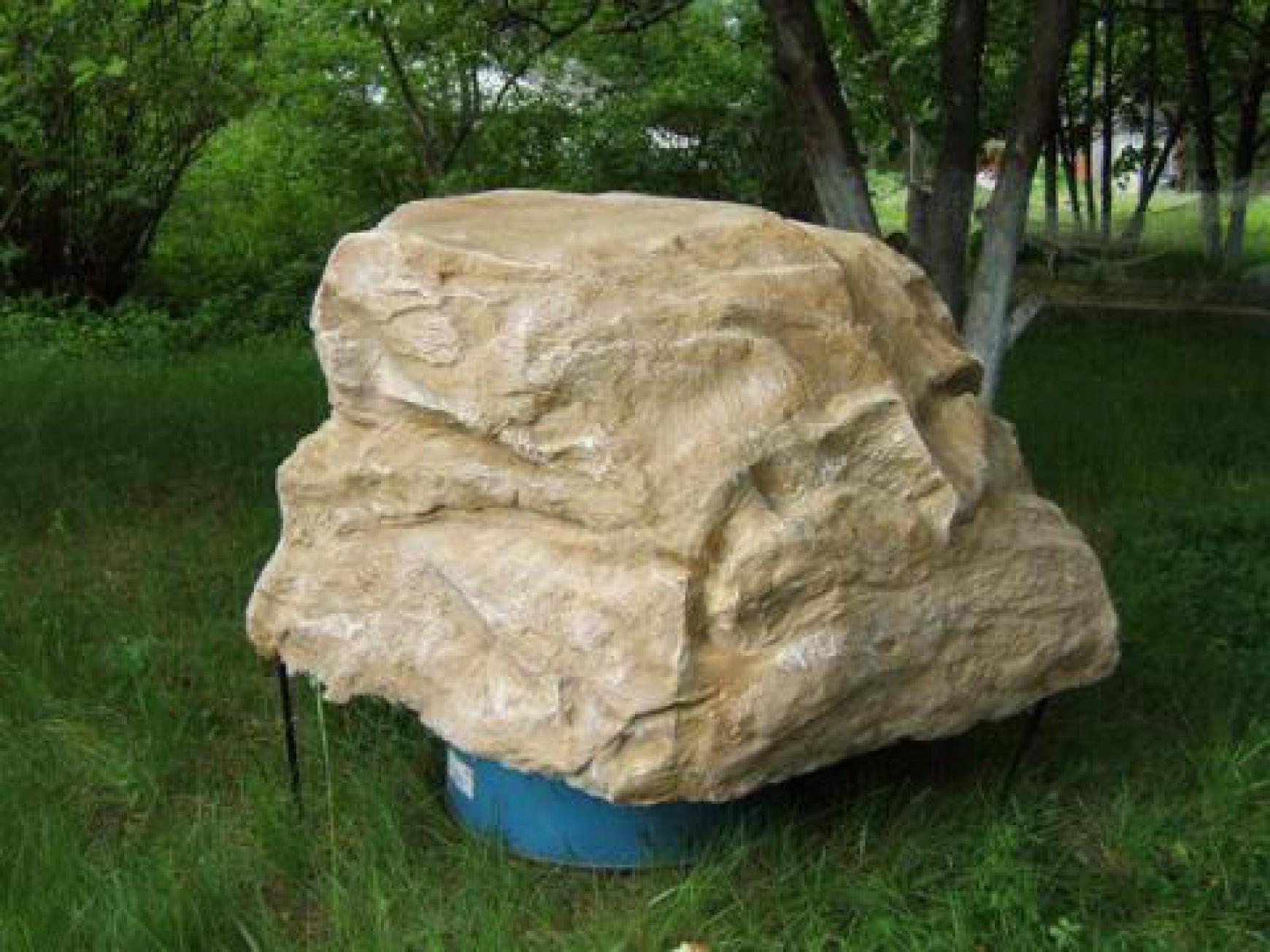 Как подобрать искусственный камень-валун для маскировки инженерных конструкций на дачном участке